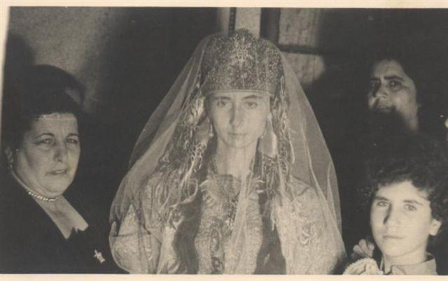 SOIR DU HENNE AVEC  LA KESOUA EL KBIRA (grande robe en arabe) - Page 2 Berta_10