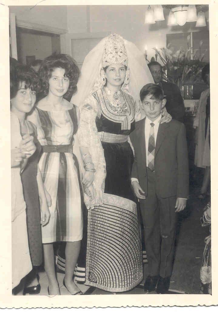 SOIR DU HENNE AVEC  LA KESOUA EL KBIRA (grande robe en arabe) - Page 2 Clarit10