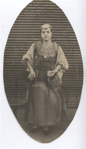 SOIR DU HENNE AVEC  LA KESOUA EL KBIRA (grande robe en arabe) - Page 2 Hena_t10