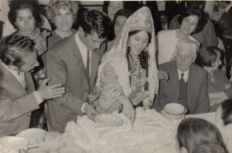 SOIR DU HENNE AVEC  LA KESOUA EL KBIRA (grande robe en arabe) Hina10