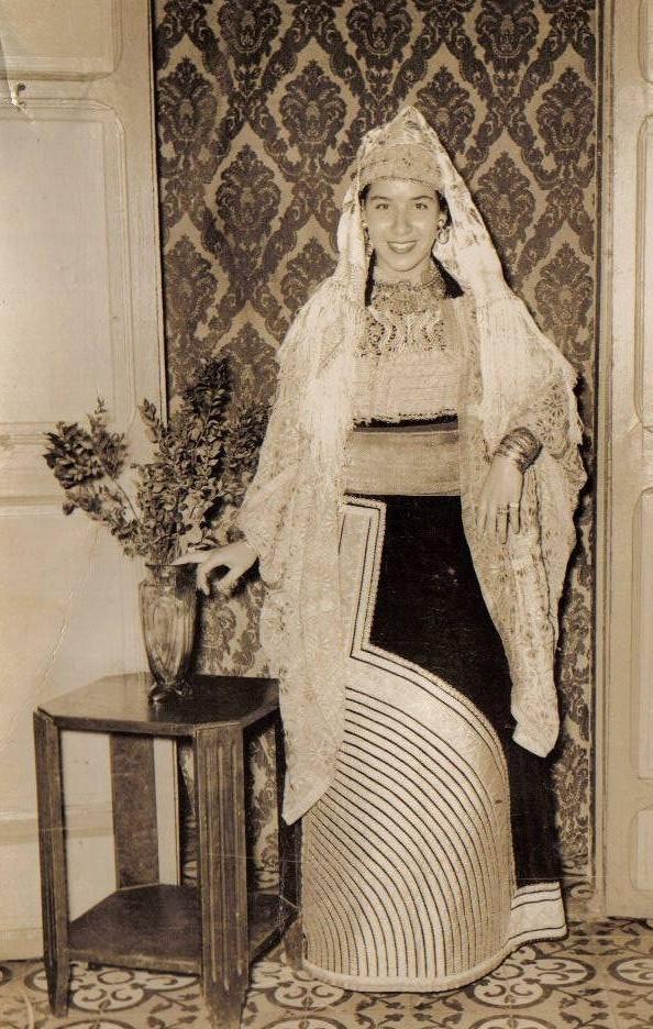 SOIR DU HENNE AVEC  LA KESOUA EL KBIRA (grande robe en arabe) - Page 2 Hina610