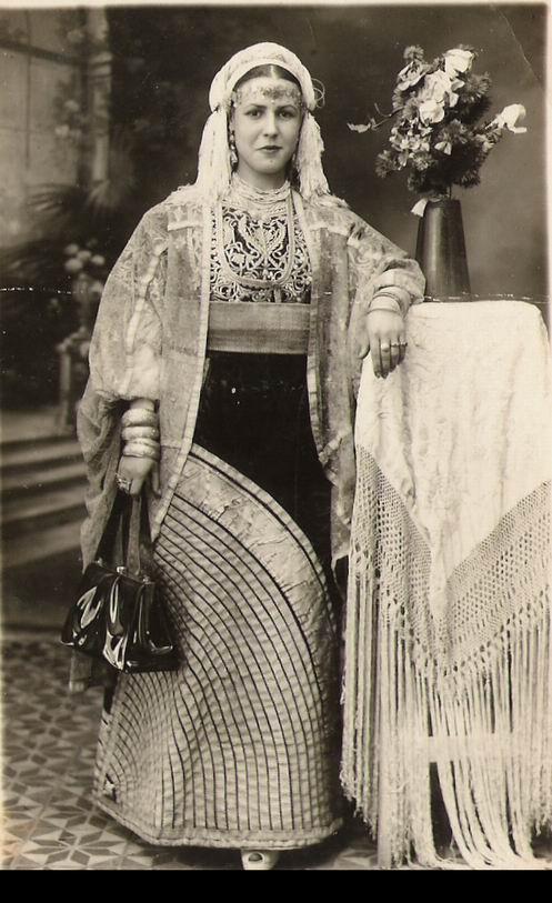 SOIR DU HENNE AVEC  LA KESOUA EL KBIRA (grande robe en arabe) - Page 2 Kesoua10