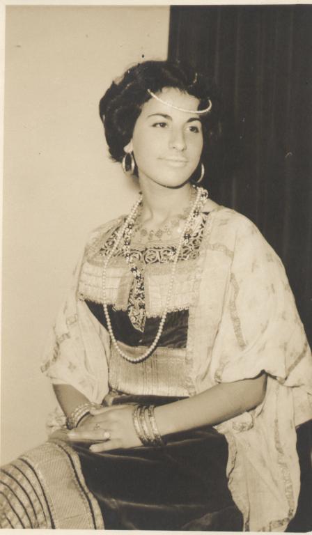 SOIR DU HENNE AVEC  LA KESOUA EL KBIRA (grande robe en arabe) - Page 2 Niece_10