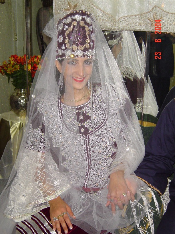 SOIR DU HENNE AVEC  LA KESOUA EL KBIRA (grande robe en arabe) - Page 2 Sarah_10