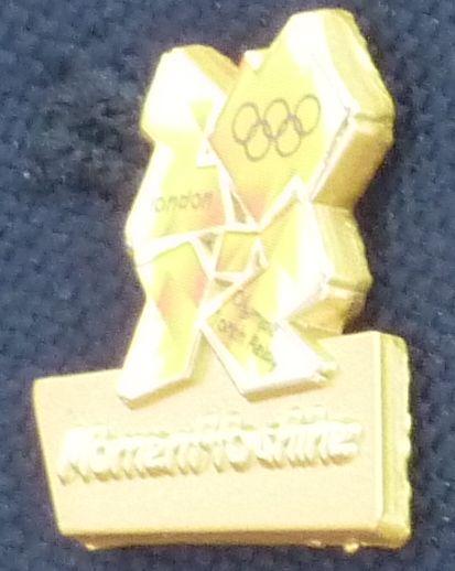 Pin's Londres 2012 - Relayeurs de la Flamme Olympique P1040110