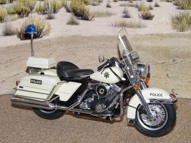 Road king Police versus Custom. Kits_511