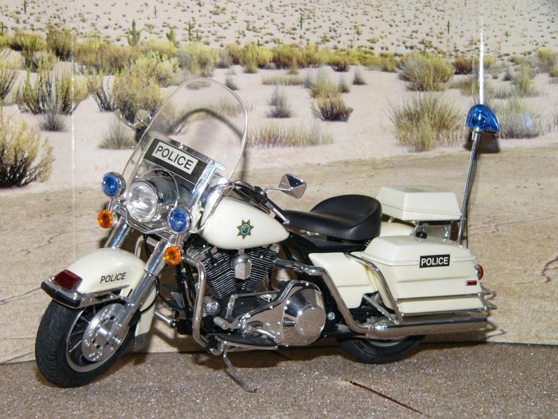 Road king Police versus Custom. Kits_513