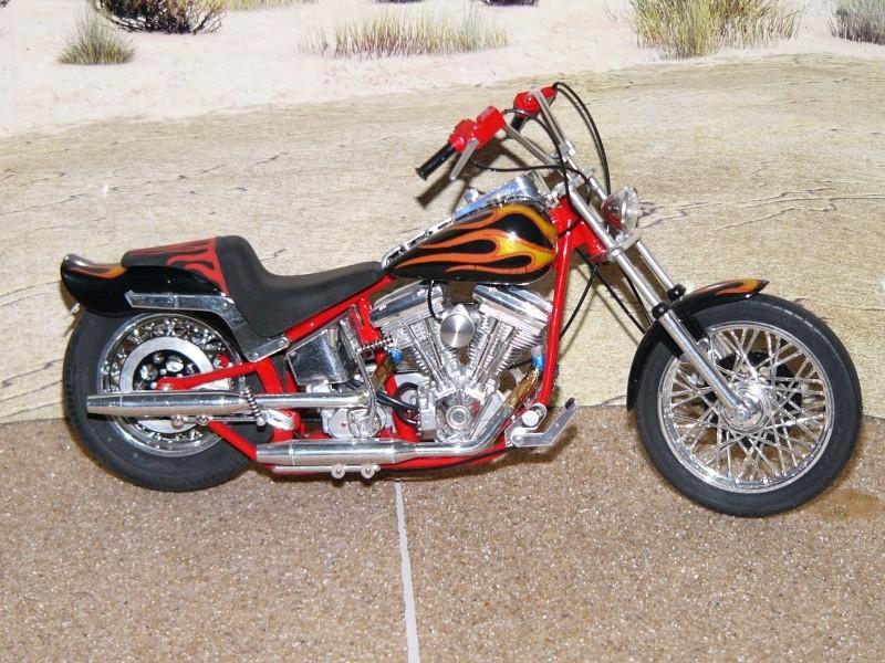 a qui qu'elle est cette moto ? Softai18