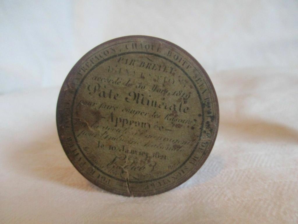 Boîte à pâte minérale 1819 C3b49910
