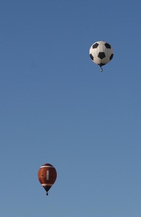 De bien droles de mongolfieres ... Ballon12