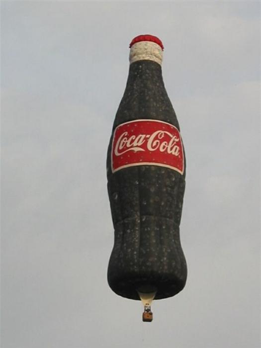 De bien droles de mongolfieres ... Coke10