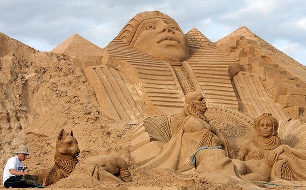Sand sculptures Sand-e10