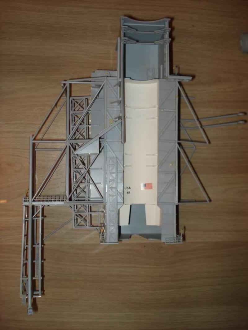 Recherche une maquette [Launch Tower Revell #4911 ] Dsc04012