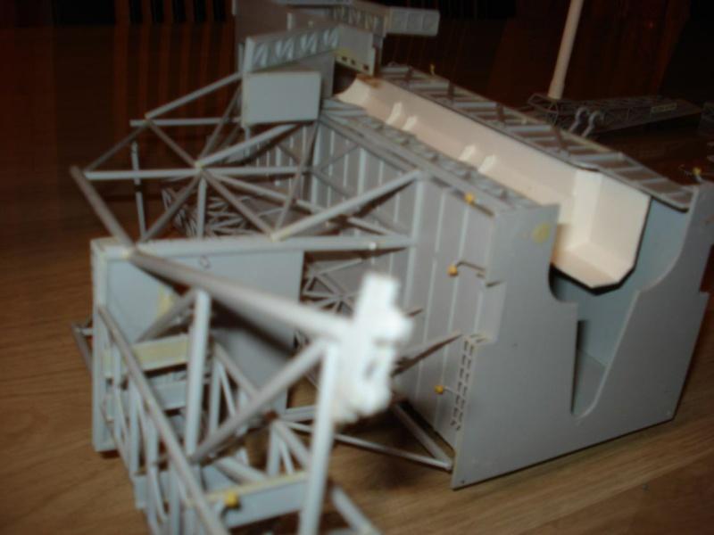 Recherche une maquette [Launch Tower Revell #4911 ] Dsc04014