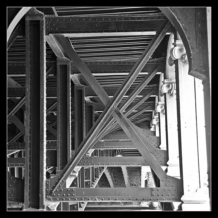 Sous un pont Img_3512