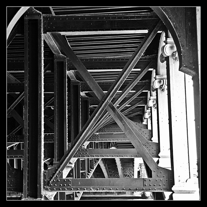 Sous un pont Img_3513