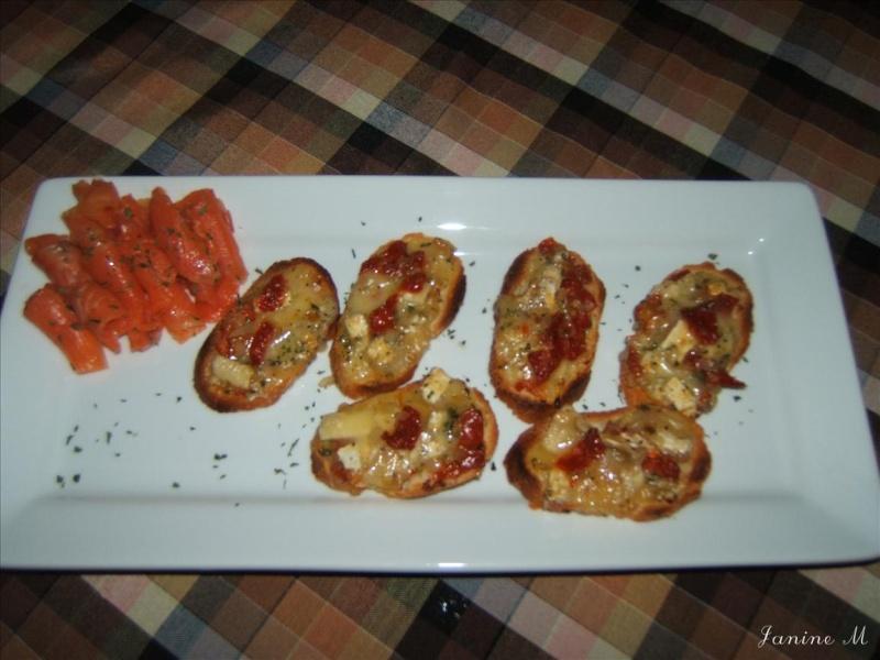 Tartines au brie et tomates séchées !! Dscf0130