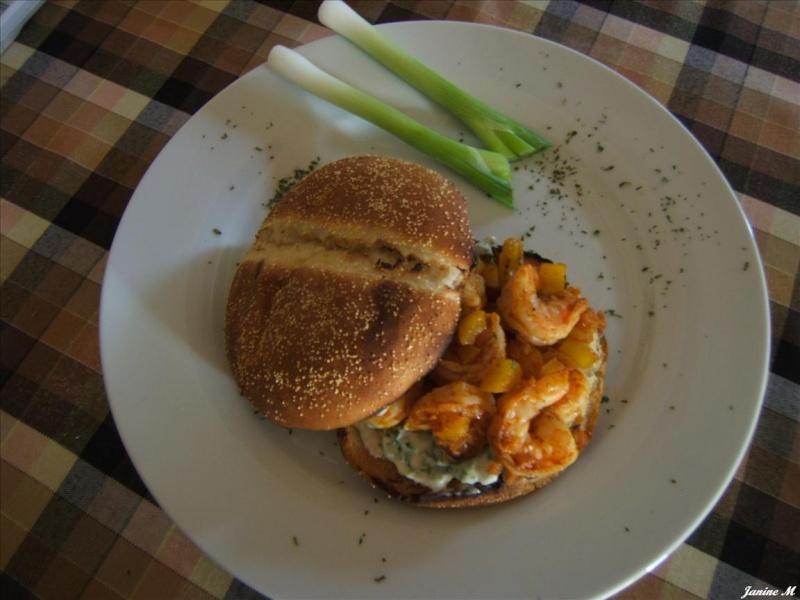 Hamburger de crevettes cajun !! Dscf1010