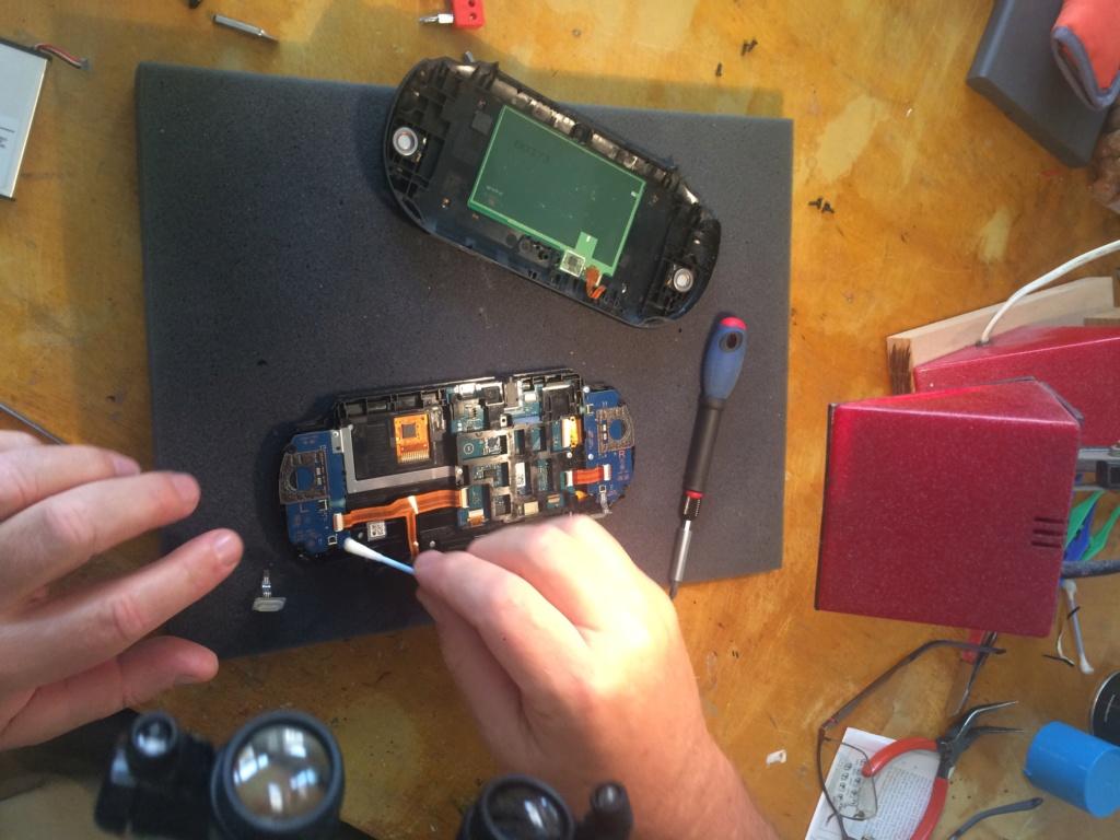 PS VITA: les boutons ne répondent plus en jeu // Réparation Img_7711