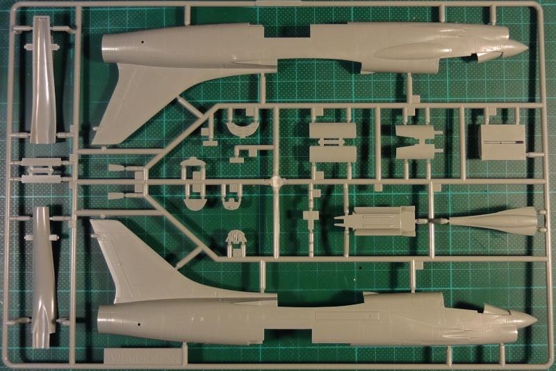 [Academy 1/72] F-8E Crusader Crouze12