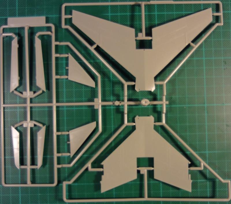 [Academy 1/72] F-8E Crusader Crouze13