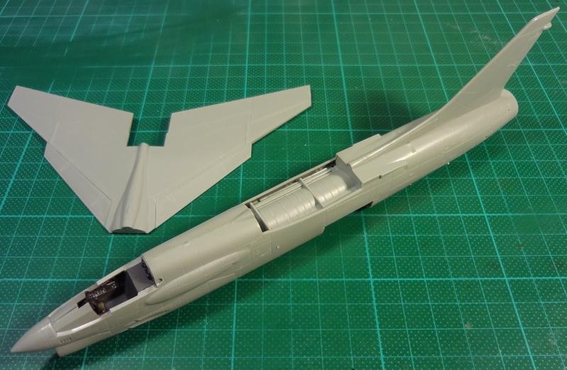 [Academy 1/72] F-8E Crusader Crouze20
