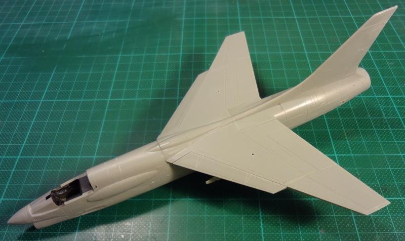 [Academy 1/72] F-8E Crusader Crouze21
