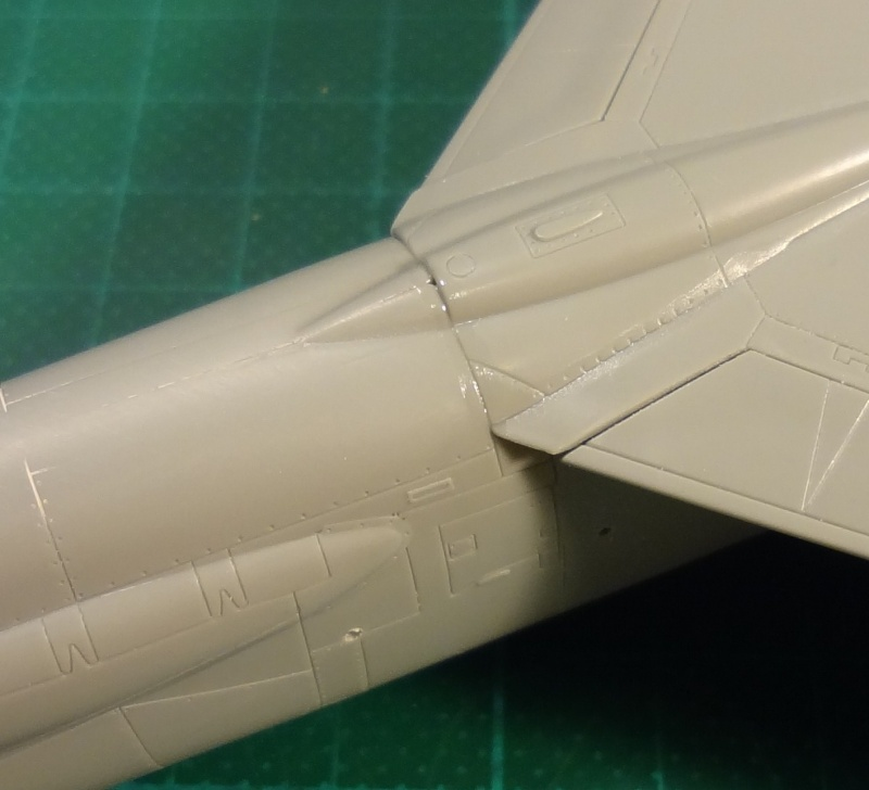 [Academy 1/72] F-8E Crusader Crouze22