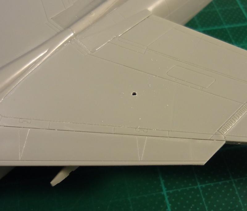 [Academy 1/72] F-8E Crusader Crouze23