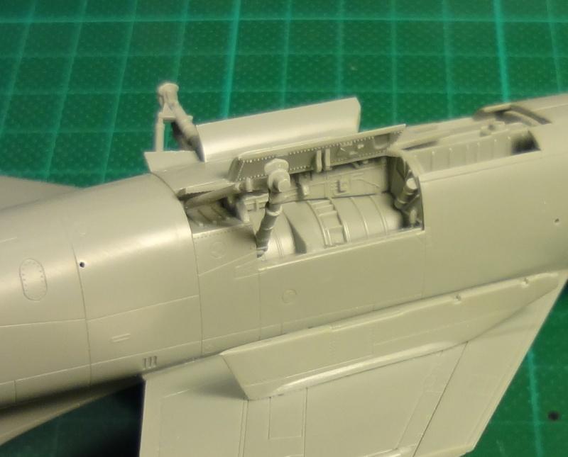[Academy 1/72] F-8E Crusader Crouze24