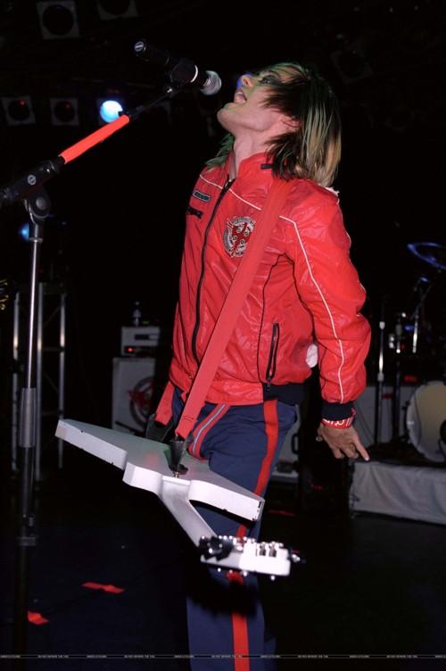 Review de concert (21 Février 2004 @ The Roxy) 01012