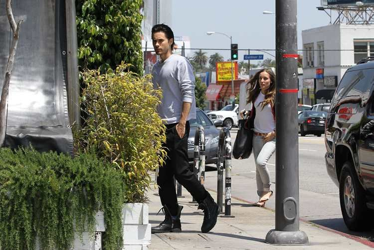 Jared Leto - Los Angeles / 7 mai 2012 [candids] Jared-22
