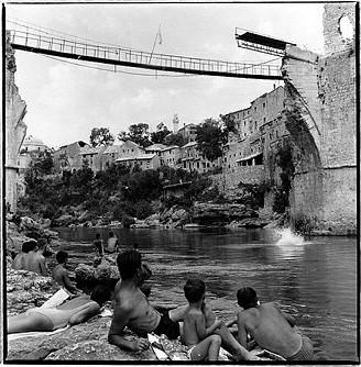 Le fameux pont de Mostar (Bosnie je crois)  War_ch11