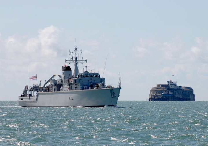 Mine Countermeasures vessels - Page 2 00_air12