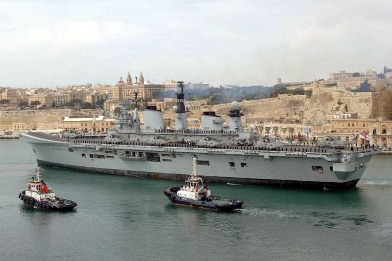Aircraft Carriers (HMS Ark Royal & HMS Illustrious) 00_car11