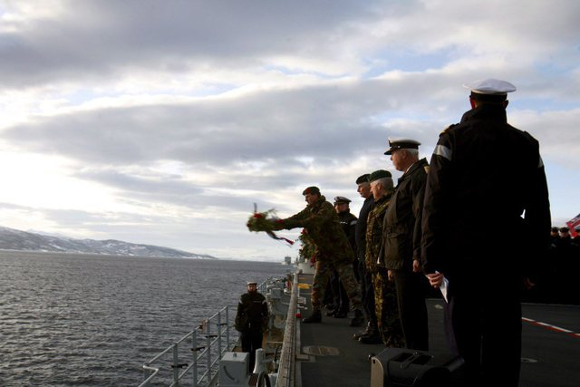 Roya Navy warships honour HMS Hunter 0f79b410
