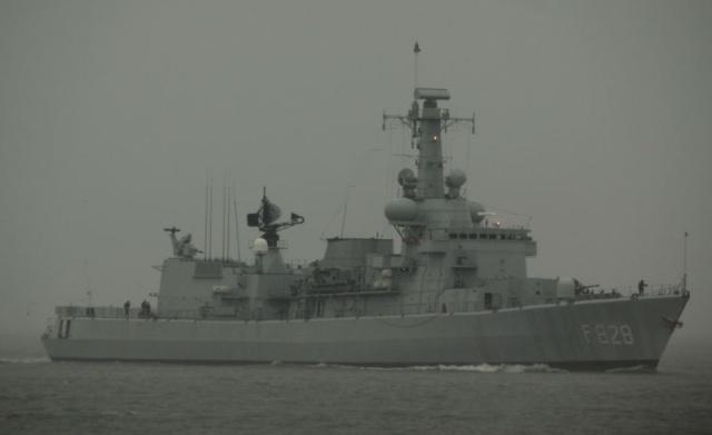 M-klasse fregatten (Karel Doorman M-class frigates) - Page 2 11957710