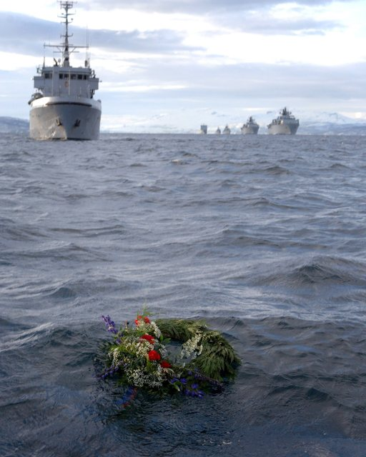 Roya Navy warships honour HMS Hunter 22c28710