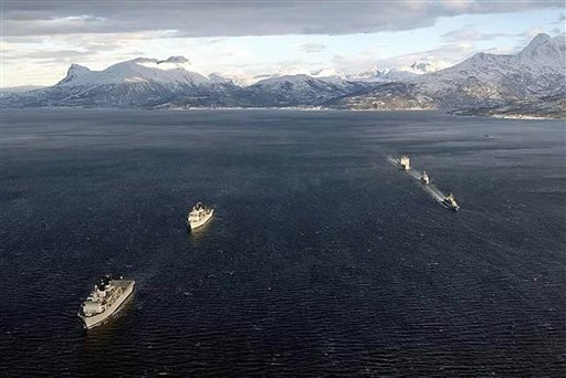 Roya Navy warships honour HMS Hunter 33682010