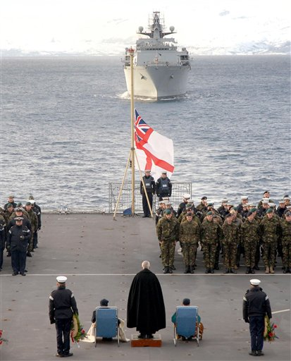 Roya Navy warships honour HMS Hunter 33682210