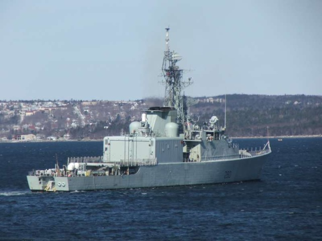 Canadian Navy - Marine Canadienne - Page 3 60999710