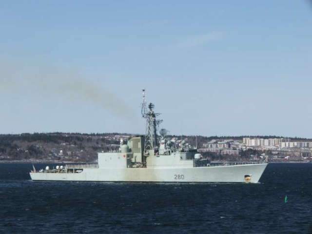 Canadian Navy - Marine Canadienne - Page 3 61000010