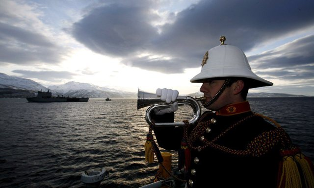 Roya Navy warships honour HMS Hunter 6c0c8910