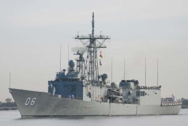 Australian Navy - Marine Australienne - Page 3 87884610