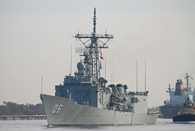 Australian Navy - Marine Australienne - Page 3 87884710