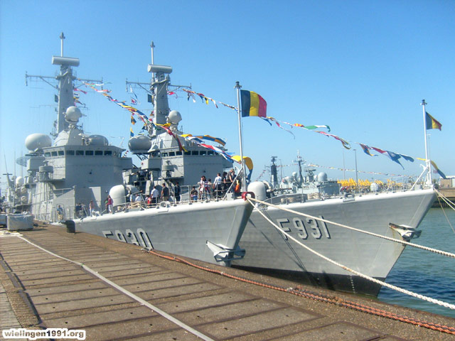 Voici mes photos des navires Base_014