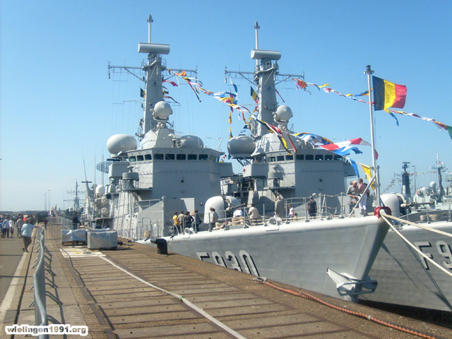 Voici mes photos des navires Base_015
