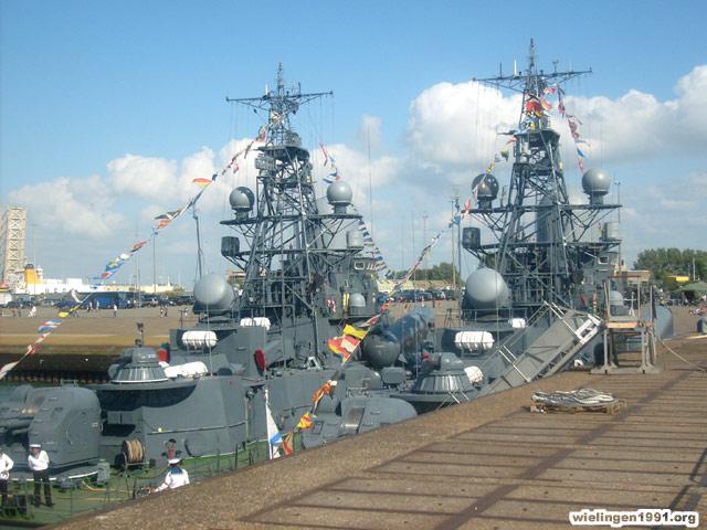 Voici mes photos des navires Base_023