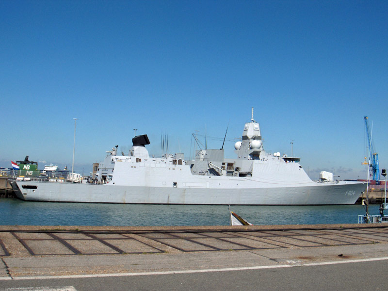 L'Amiral Robijns part à la retraite le 30.06.2011 - Page 3 Hpim9910