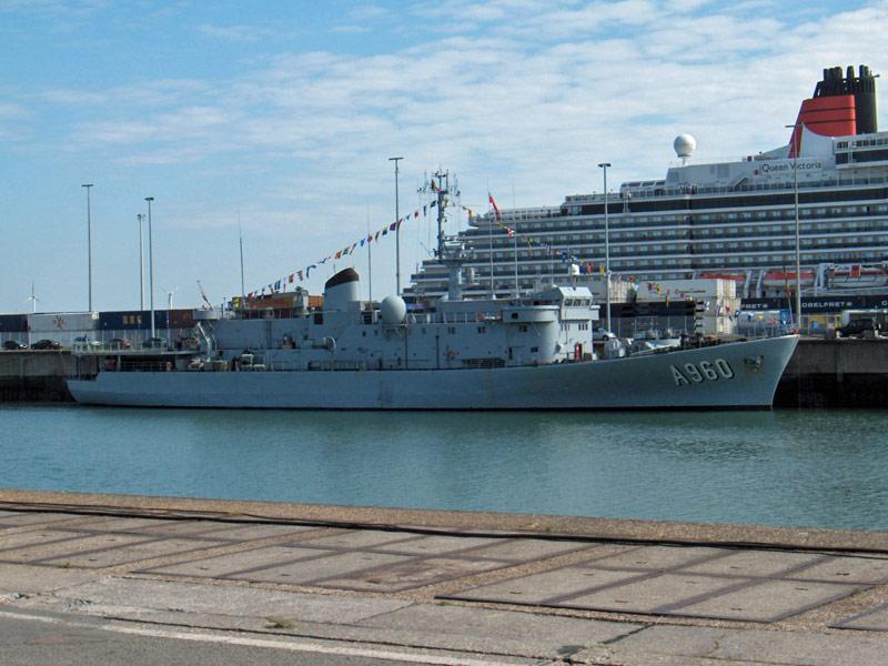 L'Amiral Robijns part à la retraite le 30.06.2011 - Page 3 Hpim9913